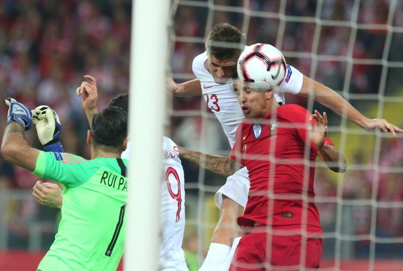 Krzysztof Piątek strzela gola w meczu z Portugalią / Andrzej Grygiel    /PAP