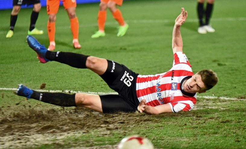 Krzysztof Piątek strzelił 11 goli, ale Cracovia zakończyła sezon tuż nad strafą spadkową /Marek Lasyk  /East News