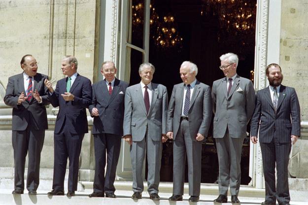 """Krzysztof Skubiszewski (trzeci z lewej) podczas konferencji """"dwa plus cztery"""". Hans-Dietrich Genscher pierwszy z lewej /AFP"""