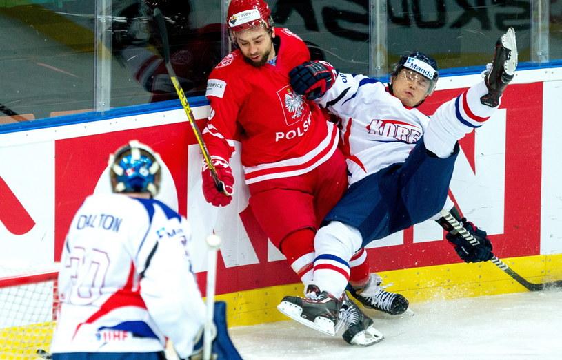 Krzysztof Zapała (w środku) w meczu z Koreą Południową /Fot. Andrzej Grygiel /PAP