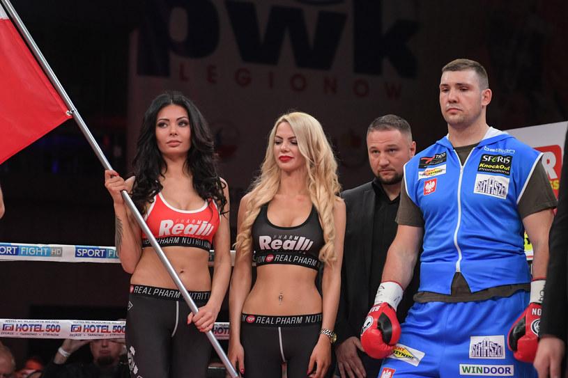 Krzysztof Zimnoch (z prawej), obok promotor Tomasz Babiloński /fot. Dominik Buze /Newspix