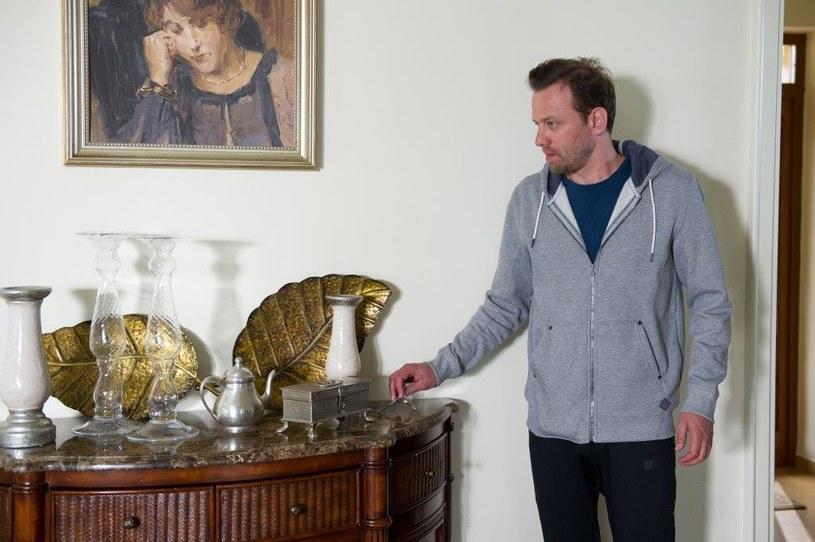 Krzysztof znajduje klucze do domu /TVN