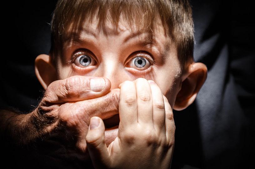 Krzywda wyrządzana dzieciom budzi nienawiść /123RF/PICSEL