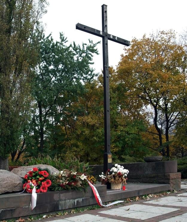 Krzyż na stokach Cytadeli w miejscu stracenia Romualda Traugutta /Krzysztof Chojnacki /East News