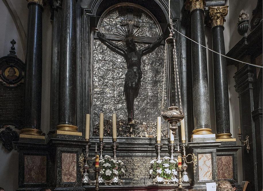 Krzyż św. Jadwigi na Wawelu /Jerzy Ochoński   /PAP