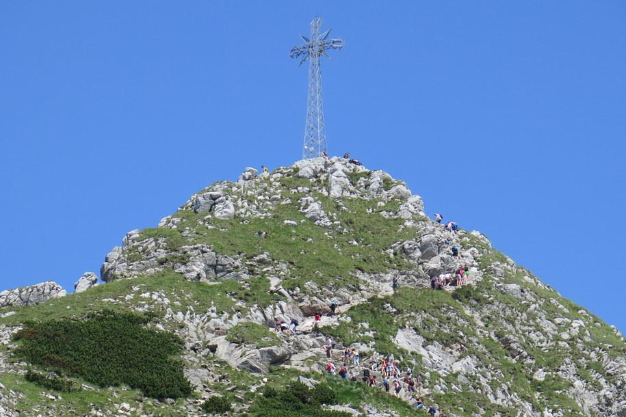 Krzyż został postawiony na Giewoncie w sierpniu 1901 roku na pamiątkę 1900 rocznicy urodzin Jezusa Chrystusa. /Maciej Pałahicki /RMF FM