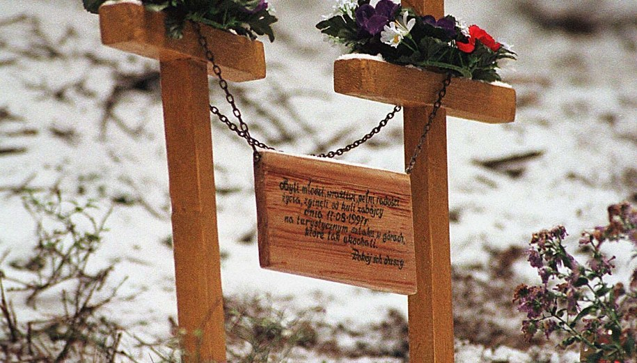 Krzyże na miejscu zbrodni /Adam Hawałej /PAP