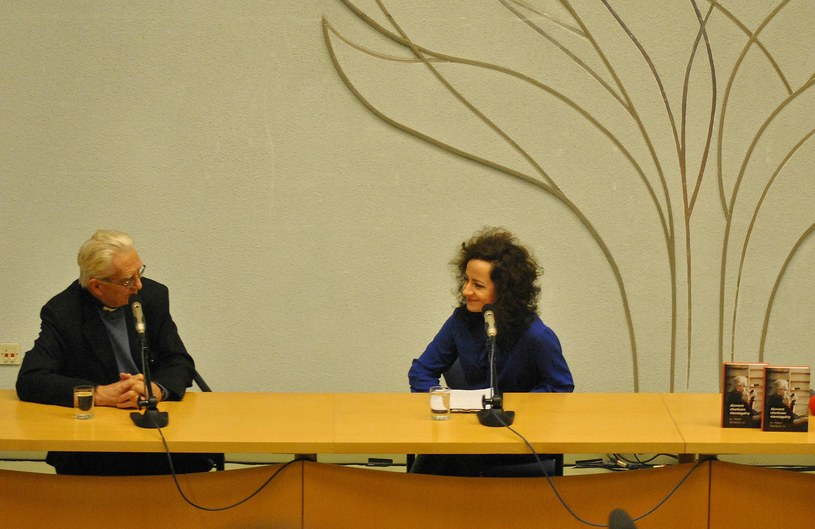 Ks. Adam Boniecki i Joanna Podsadecka podczas spotkania autorskiego na Akademii Ignatianum /INTERIA.PL
