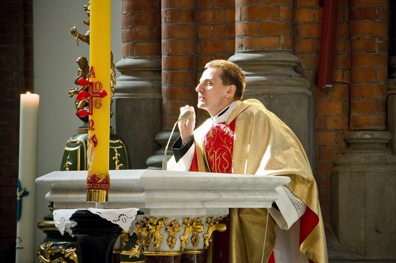 Ks. Jacek Międlar podczas sobotniej mszy w intencji ONR / Fot. Marcin Onufryjuk /