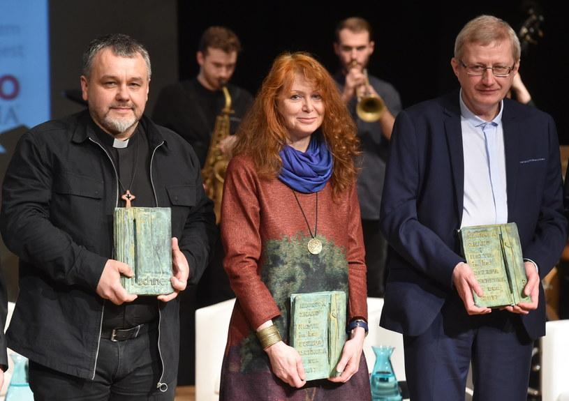 Ks. Mirosław Tosza, Ewa Siedlecka i Ireneusz Ziemiński, laureaci nagrody im. ks. Tischnera /Jacek Bednarczyk /PAP