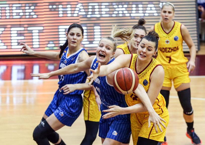 Ksenia Tichonienko (żółty strój, na pierwszym planie) /Sebnem Coskun/Anadolu Agency /Getty Images