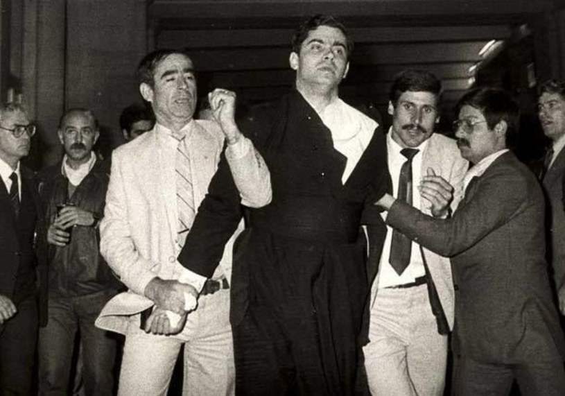 Ksiądz Juan Fernandez Krohn tuż po nieudanym zamachu /SIPA /East News