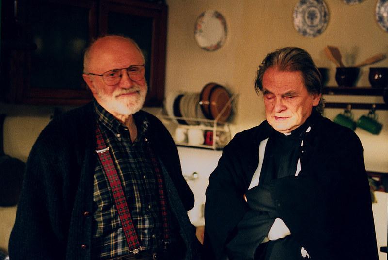 Ksiądz Leski (ks. Kazimierz Orzechowski) często występował w roli mediatora. Sołtys Dionizy zawsze liczył się z jego zdaniem. /Niemiec /AKPA