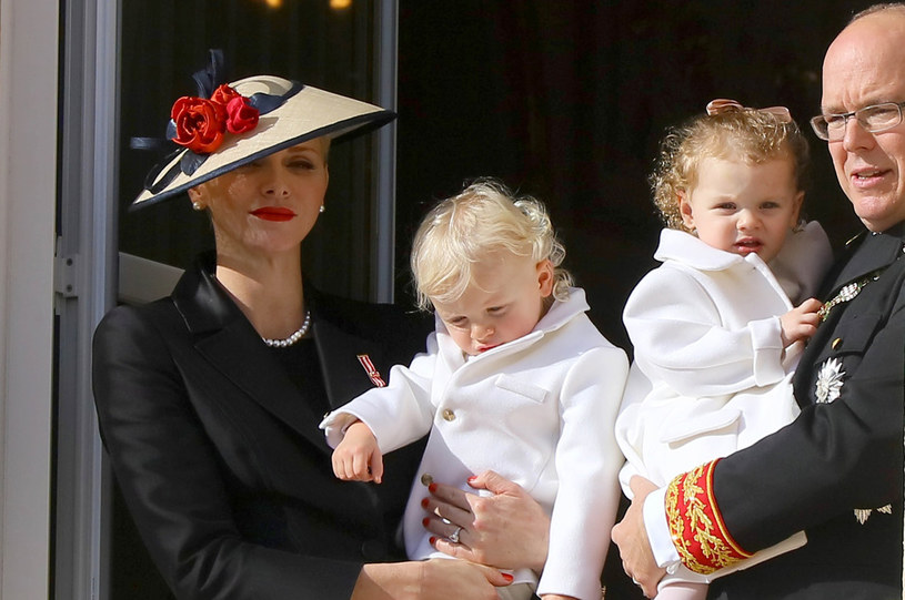 Książę Albert II i księżna Charlene i ich dzieci: księżniczka Gabriella Theresa Marie i książę Jacques Honore Rainier /East News