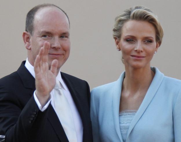 Książę Albert II poślubił dzisiaj Charlene Wittstock /PAP/EPA