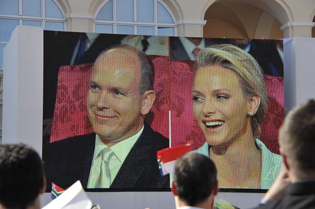 Książę Albert II z żoną Charlene /PAP/EPA