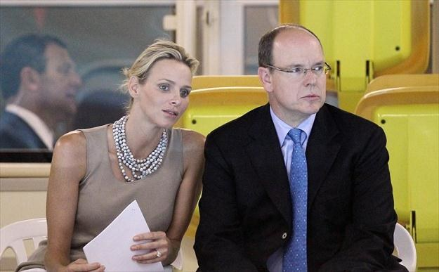 Książę Albert z narzeczoną Charlene Wittstock /AFP