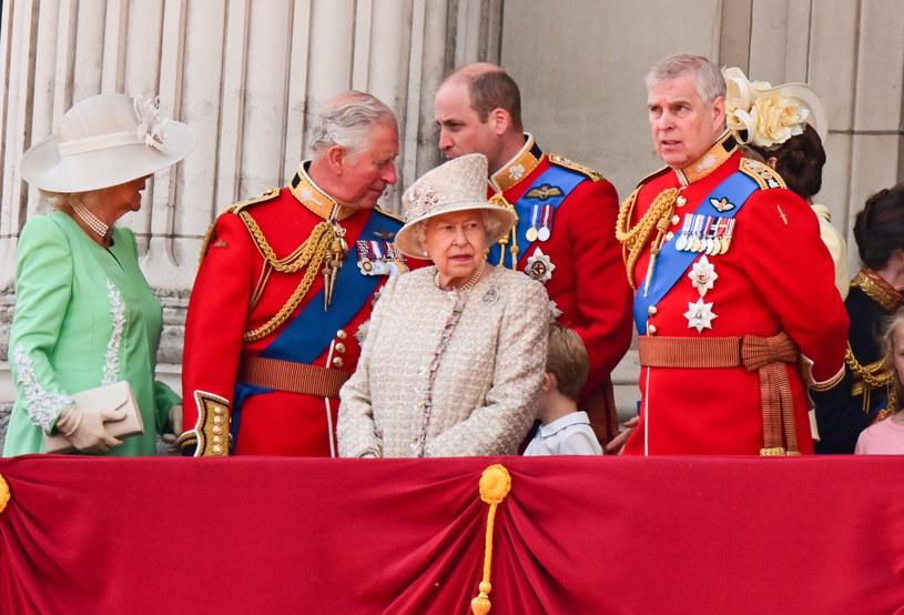 Książę Andrzej w otoczeniu rodziny /James Devaney /Getty Images