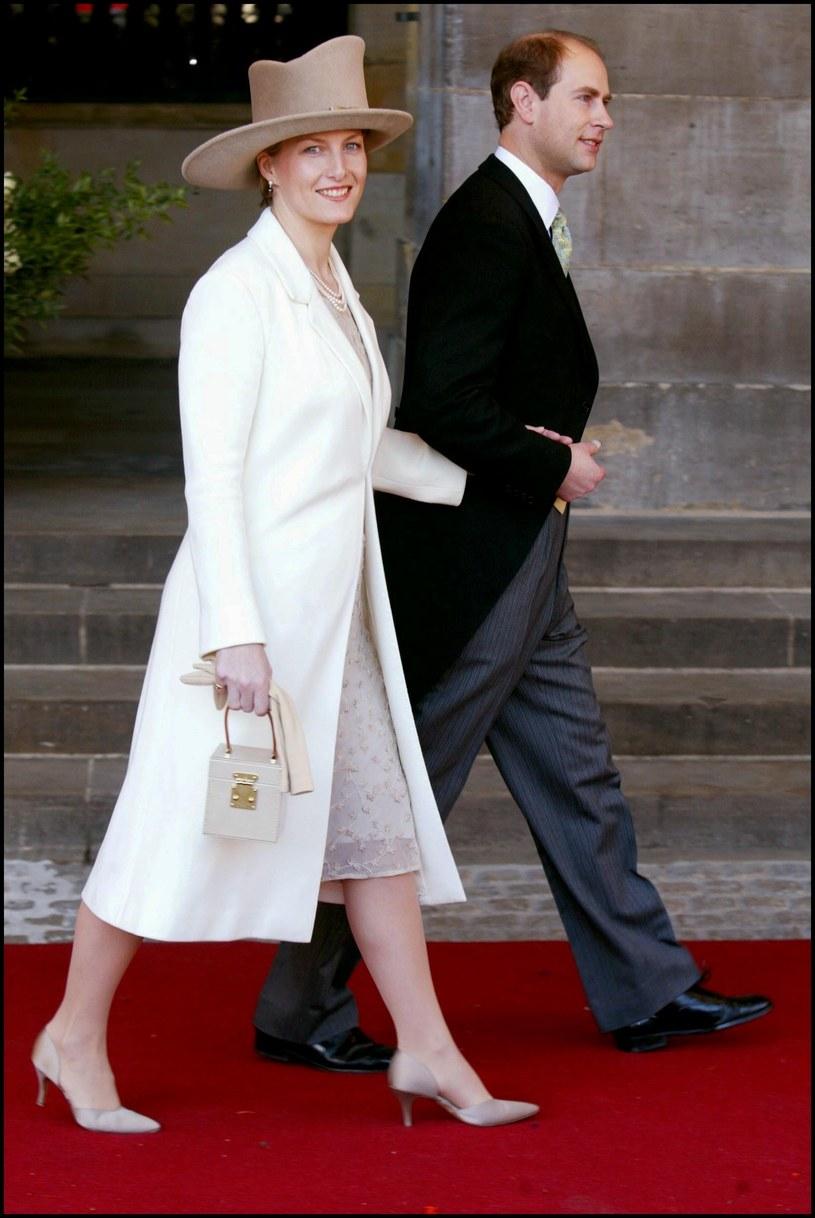 Książę Edward z żoną Sophią /Pool BENAINOUS/DUCLOS  /Getty Images