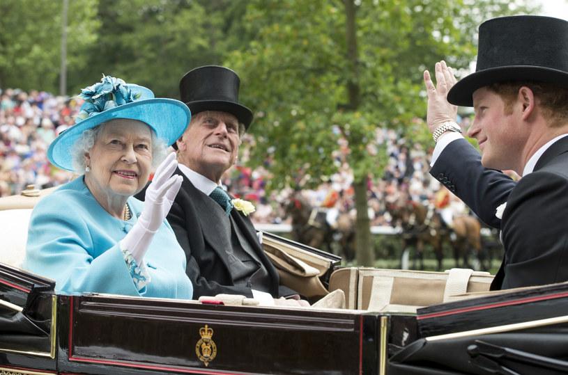 Książę Filip, książę Harry i królowa Elżbieta II /Mark Cuthbert / Contributor /Getty Images