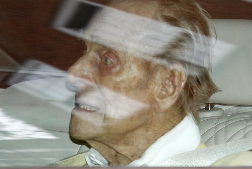 Książę Filip trafił do szpitala pod koniec lutego. Plotki krążące na temat zdrowia męża królowej Elżbiety nie napawały optymizmem. /AP/Associated Press /East News