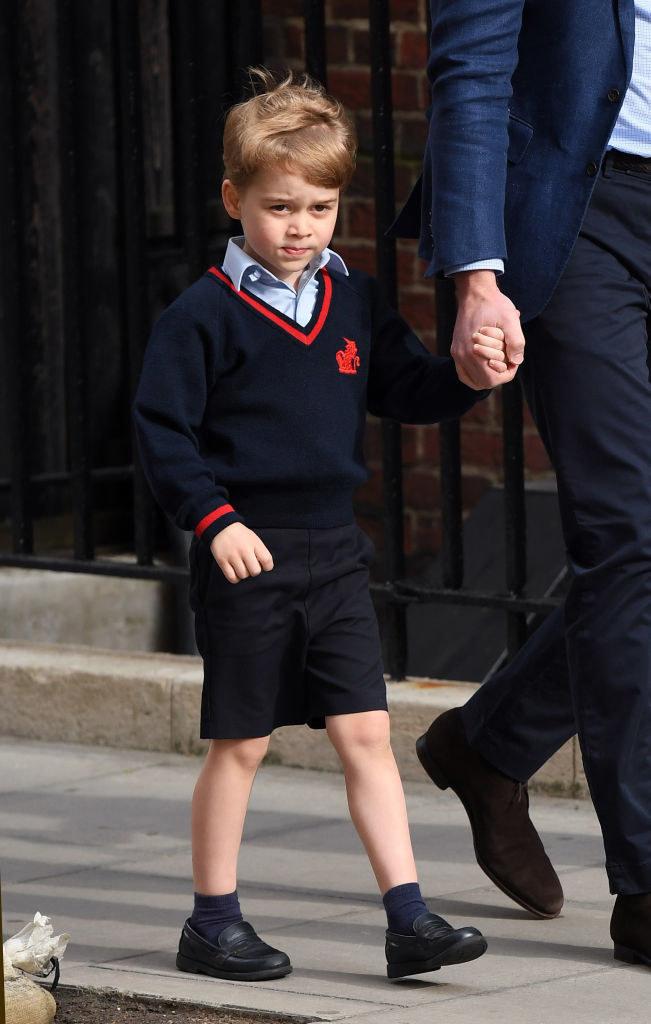 """Książę George i postać z """"The Prince"""" ubierają się właściwie tak samo. Czy to przypadek? /Samir Hussein /Getty Images"""