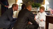 Książę George w piżamie i szlafroku spotkał się Barackiem Obamą