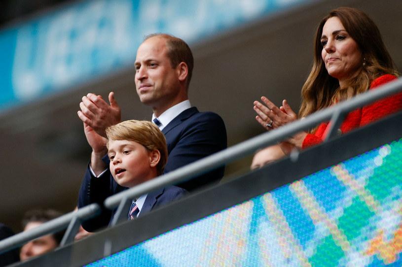 Książę George z rodzicami podczas meczu Anglia-Niemcy na Euro 2020 /JOHN SIBLEY/AFP /East News