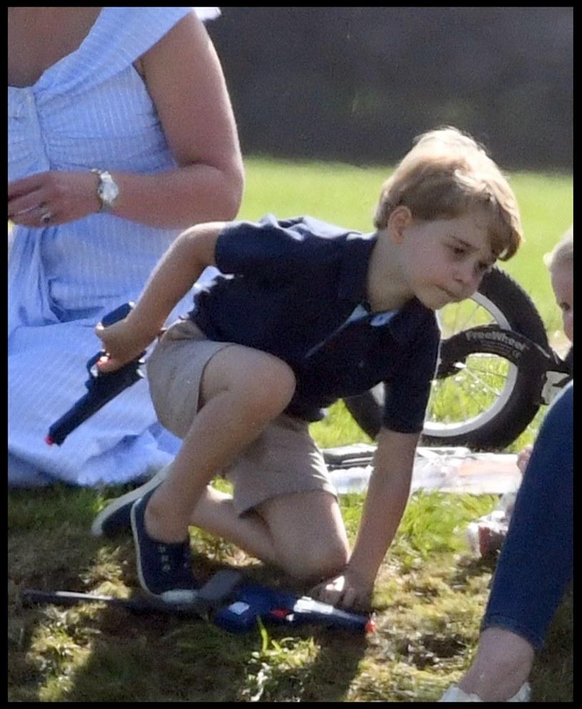 Książę George z zabawkowym pistoletem /Andrew Parsons / i-Images /East News