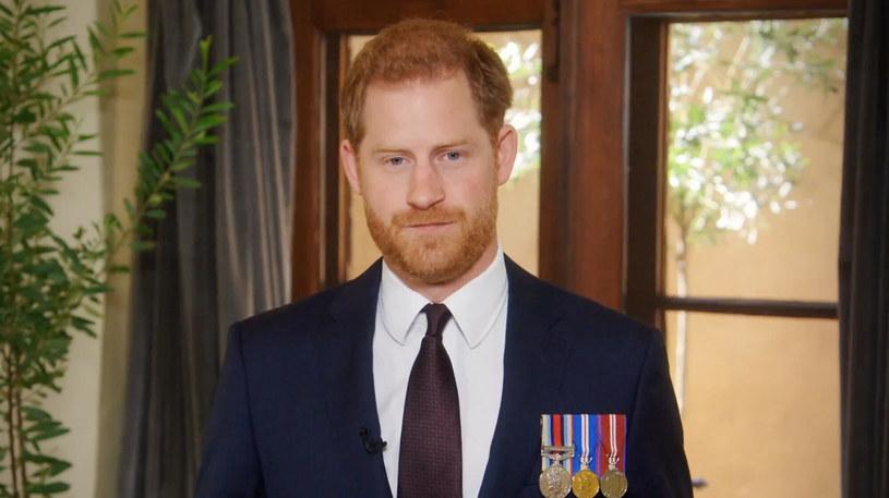"""Książę Harry podczas występu dla """"Stand Up for Heroes"""" /EastNews /East News"""