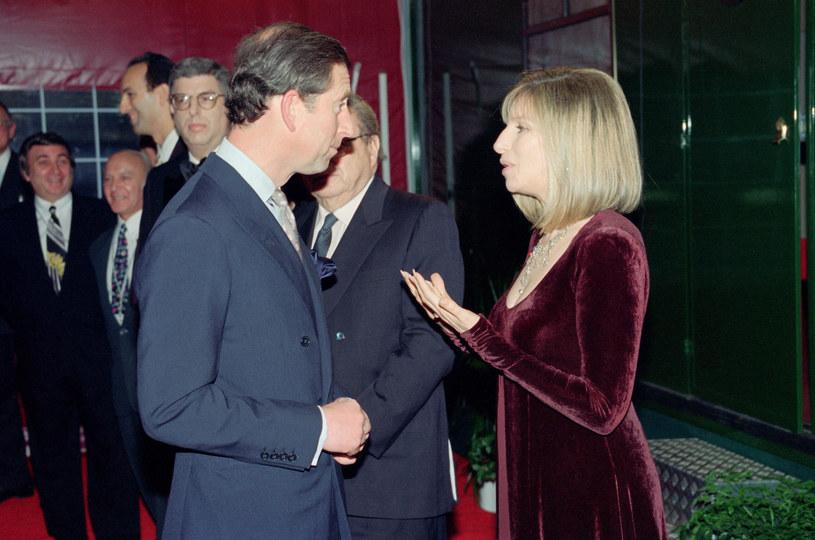 Książę Karol i Barbra Streisand w 1994 roku w Londynie / Kent Gavin/Mirrorpix /Getty Images