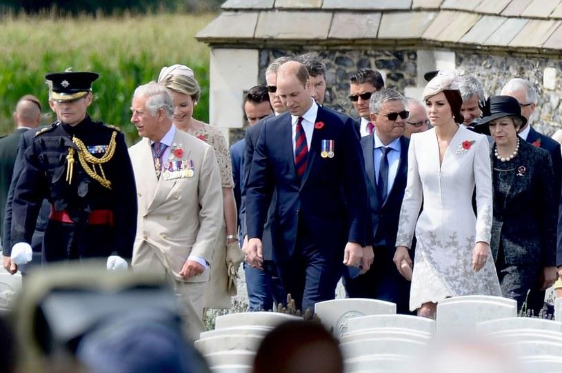 Książę Karol i książę William z żoną /AFP