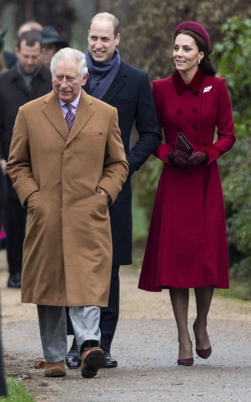 książę Karol, książę William i księżna Kate podczas bożonarodzeniowego nabożeństwa /Mark Cuthbert /Getty Images