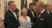 Książę Karol na premierze Bonda