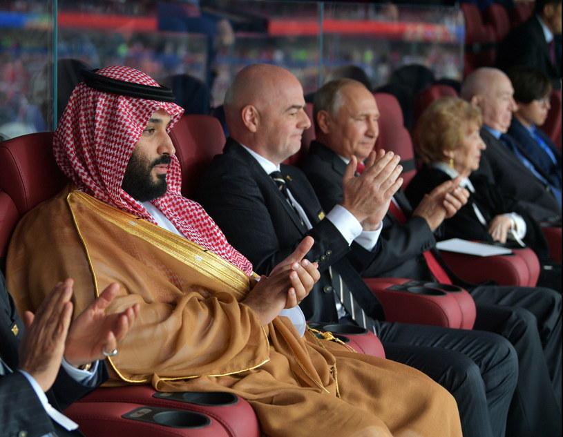Książe Muhammad ibn Salman oglądał mecz w towarzystwie prezydenta Rosji Władimira Putina i szefa FIFA Gianniego Infantino /PAP/EPA