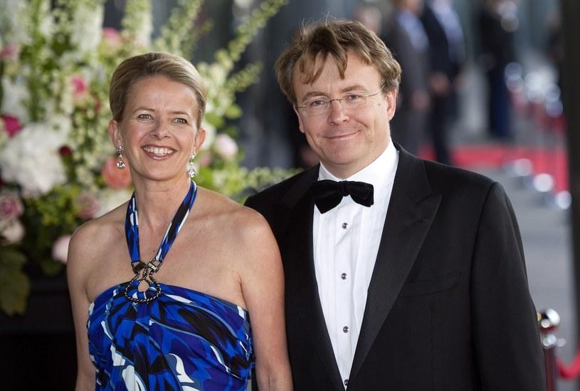 Książę w 2004 roku poślubił Mabel, rezygnując tym samym z prawa do sukcesji do tronu. /AFP