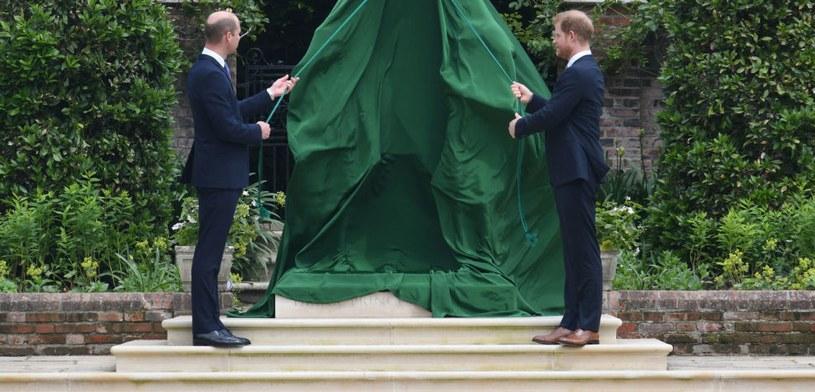 Książę William i Harry odsłonili pomnik księżnej Diany /Dominic Lipinski   /Getty Images