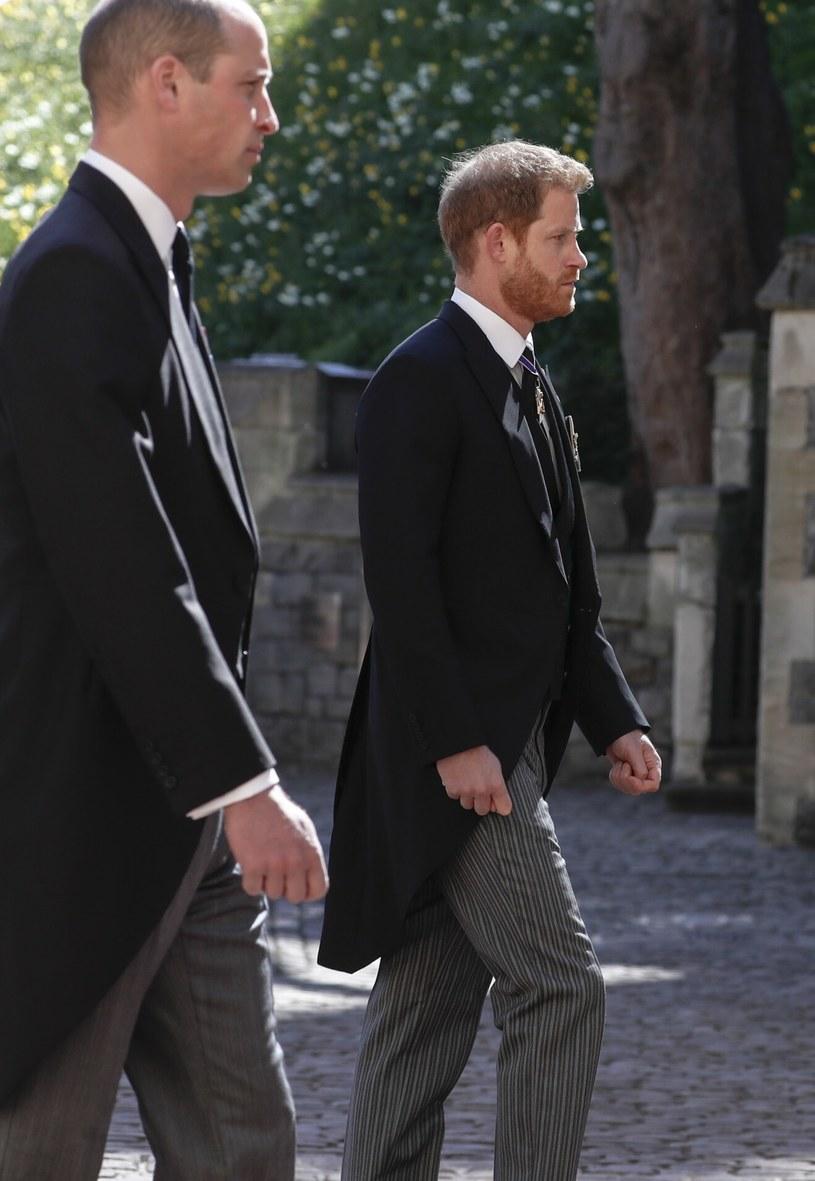 Książę William i książę Harry ponoć mieli pogodzić się na pogrzebie księcia Filipa /ALASTAIR GRANT /East News