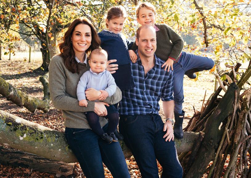 Książę William i książna Kate z dziećmi /East News