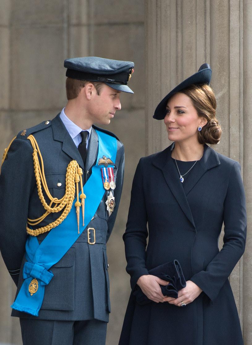 Książę William i księżna Kate wspierają się w trudnych sytuacjach /Zak Hussein /Getty Images