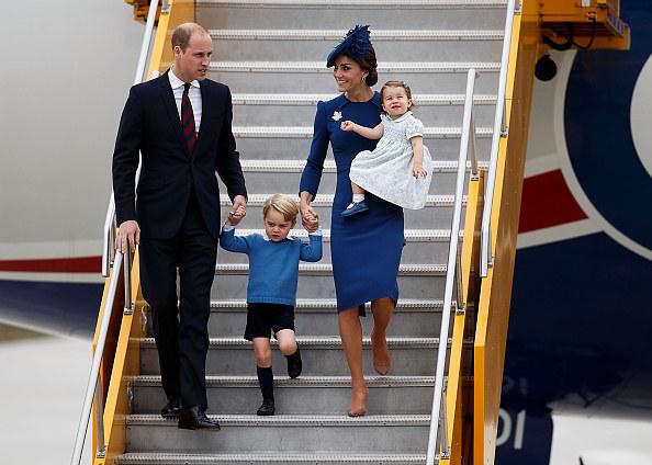 Książę William i księżna Kate z dziećmi, księżniczką Charlotte i księciem Georgiem, fot. Andrew Chin /Getty Images