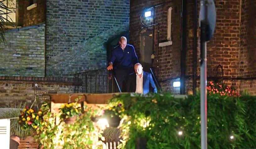 Książę William wychodzi z pubu /BACKGRID /Agencja FORUM