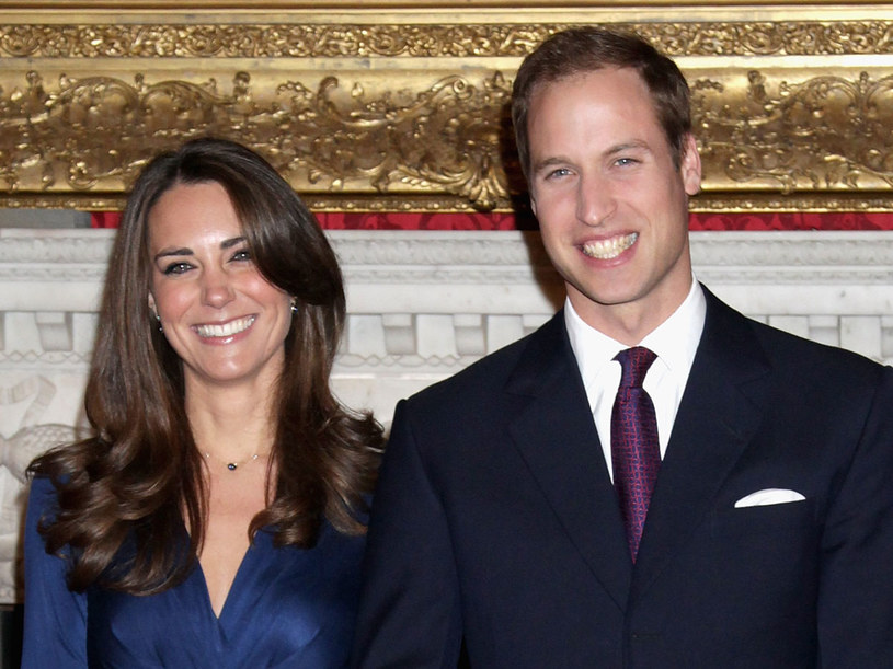 Książę William z Kate Middleton podczas rozmowy z dziennikarzami  na temat zaręczyn  /Getty Images/Flash Press Media