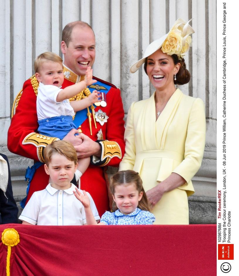 Książę William z rodziną /East News