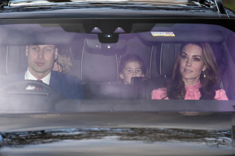 Książę William z żoną ponoć ostatnio unikają spotkań z Meghan i Harrym /East News
