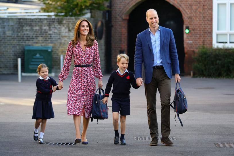 Książęca para odprowadza dzieci w pierwszy dzień szkoły /Getty Images