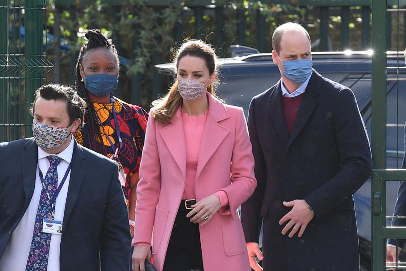 Książęca para podczas wizyty w londyńskiej szkole /WPA Pool /East News