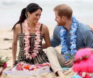Książęca para w hawajskich stylizacjach na australijskiej plaży Bondi