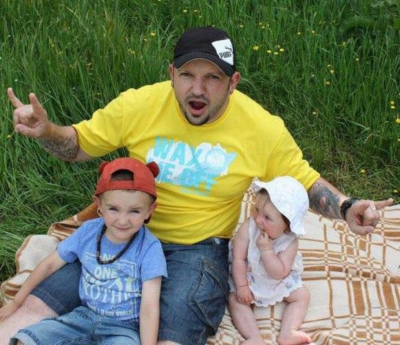 Książek o narkotykach było już wiele, on chce przestrzec przed uzaleznieniem - sam jest ojcem dwójki dzieci. /Styl.pl