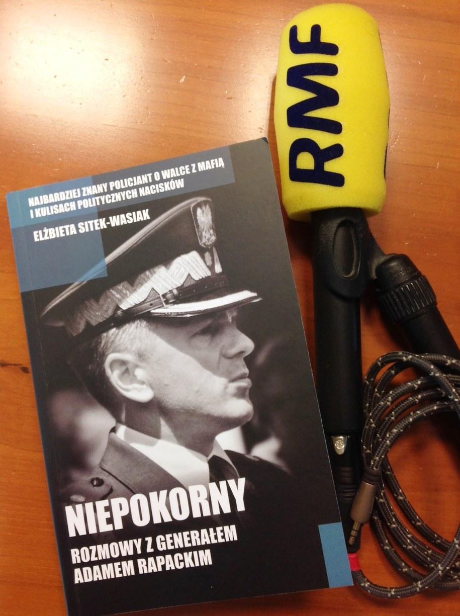Książka Adama Rapackiego /Tomasz Skory  /RMF FM